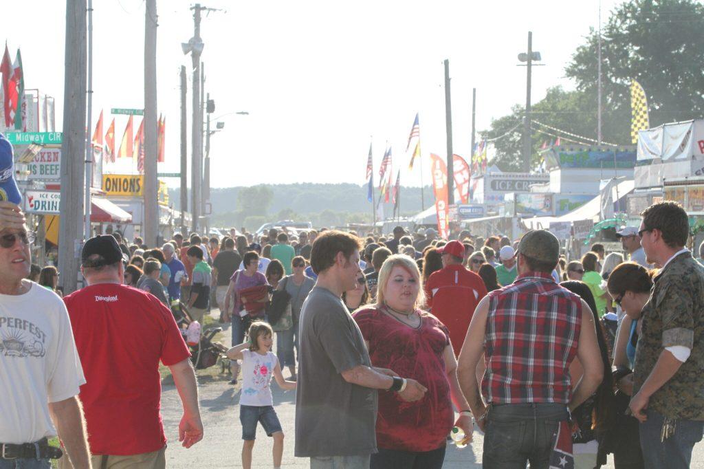 Fans fill the Fairgrounds near Beaver Dam WI