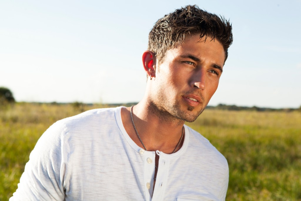 Michael Ray opens for Kip Moore