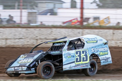 Dan Roedl in the 33x Modified