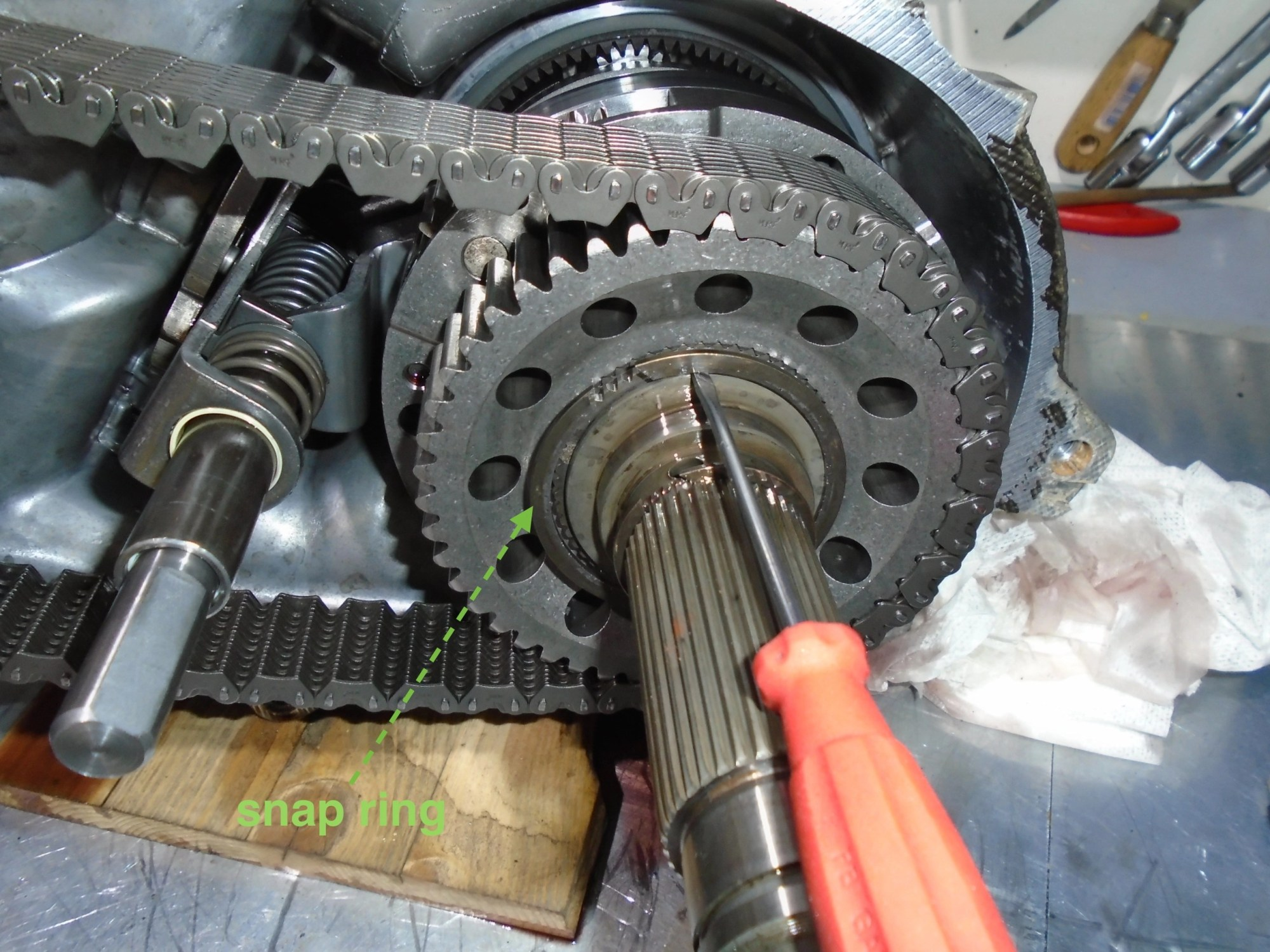 hight resolution of it is easier to remove the chain with this sprocket than the whole main shaft