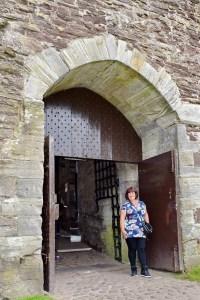 Cathy at the main gate of Doune Castle