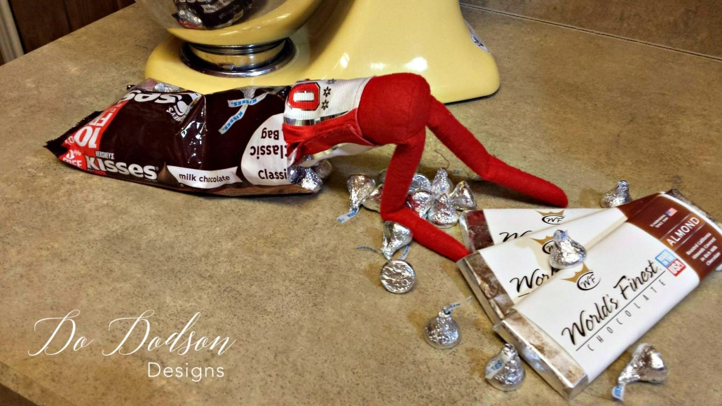 Elf on the shelf mischievious ideas looking for a kiss.