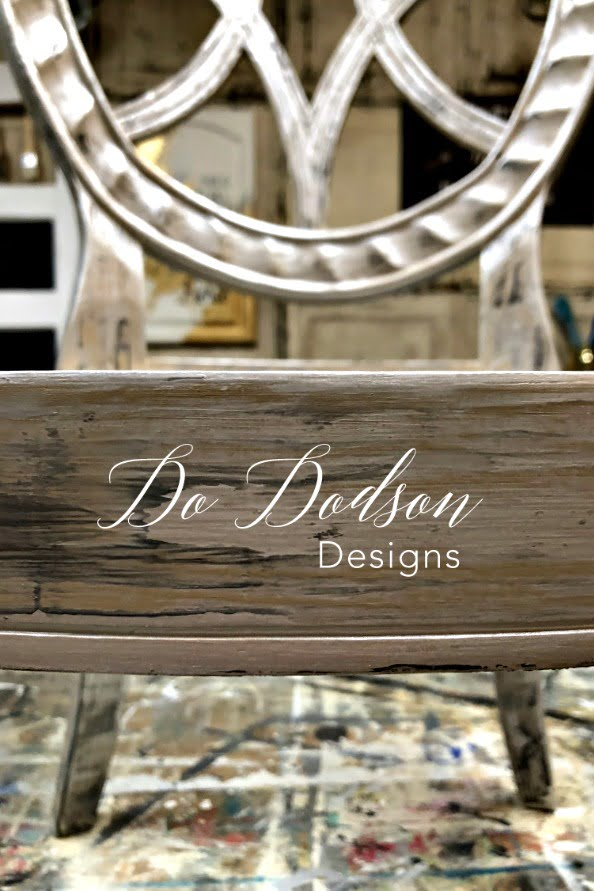 How I Painted A Metallic Finish With A Putty Knife on a chair... you gotta see this! #dododsondesigns #metallicfinish #metallicpaint #paintedfurniture#furnituremakeover #refurbishedfurniture