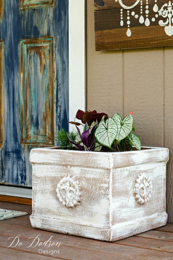 Three Easy Steps To Painting Terracotta Pots #dododsondesigns #paintingterracottapots #paintingtechniques #diyproject #diyhomeprojects