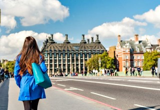 How Education Service Agents Help Students Seek for Overseas Education?