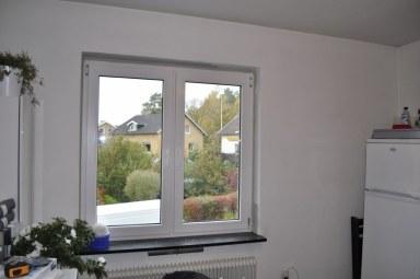 Nu är fönstren målade och tejpen är borta.