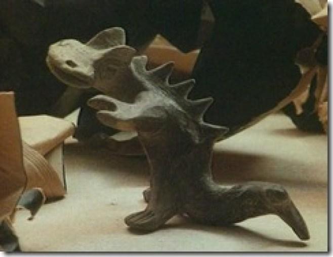Figura representando un animal de apariencia prehistorica