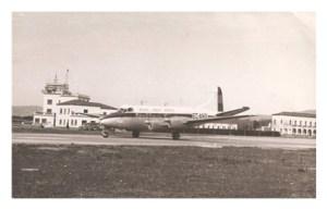 """Aspecto de la base aérea de Reus hacia los años 50, con un """"De Havilland DH 114"""" en primer término. Fuente: https://horaahora.wordpress.com"""
