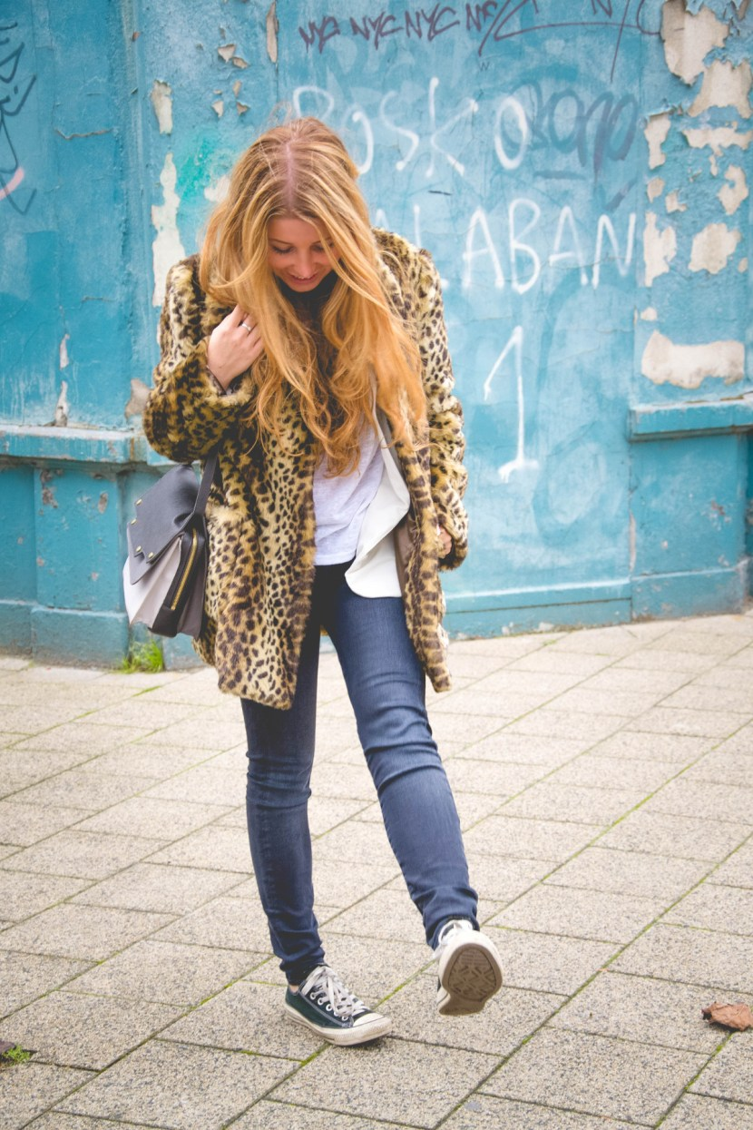 dogsanddresses_outfit_leopardcoat2