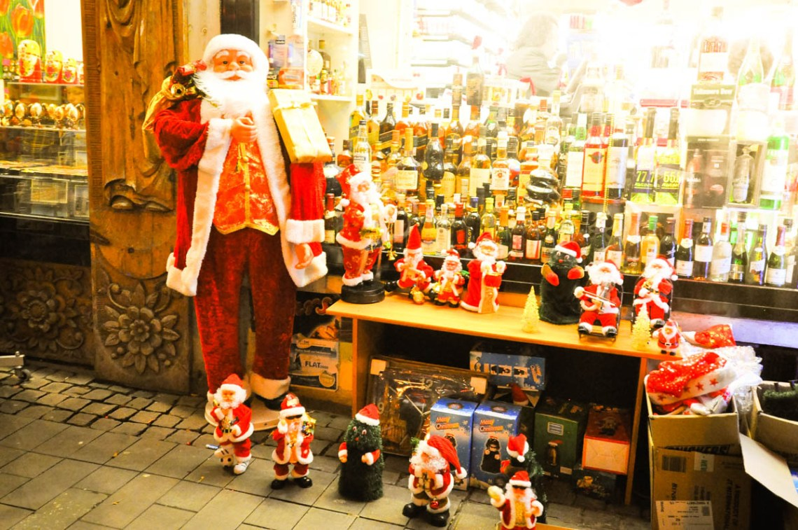 Dogs and Dresses visits Cologne and its Christmas Market near the Hotel Mondial am Dom-38