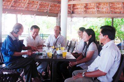 1)Từ trái sang phải: Nguyễn Bắc Sơn, Đỗ Hồng Ngọc, Nguyễn Như Mây, Vũ Hy Triệu, Liên Tâm, Trần Văn Hiếu…