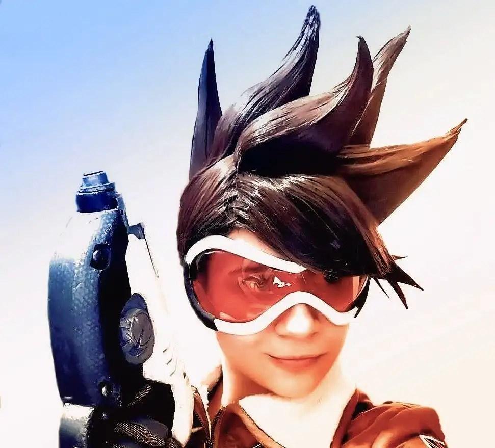Il cosplay della bella e simpatica Tracer del videogioco Overwatch!
