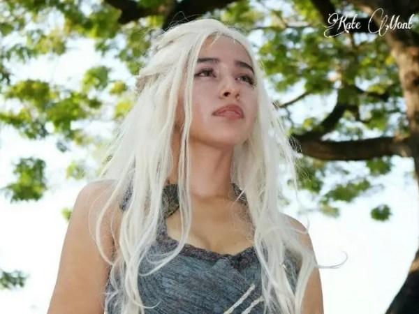 ¡La cosplayer Kate Mont es ella, Daenerys Targaryen, la Madre de los Dragones!