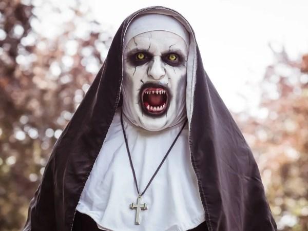 La terrificante suora del film The Nun è interpretata da Lorenzo Valak Governo!