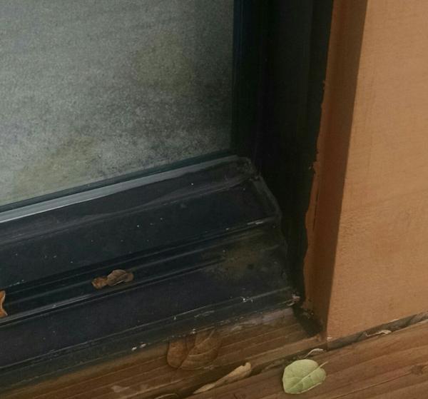 should this patio door threshold be