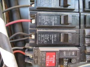 Two conductors from single pole breaker?  DoItYourself Community Forums
