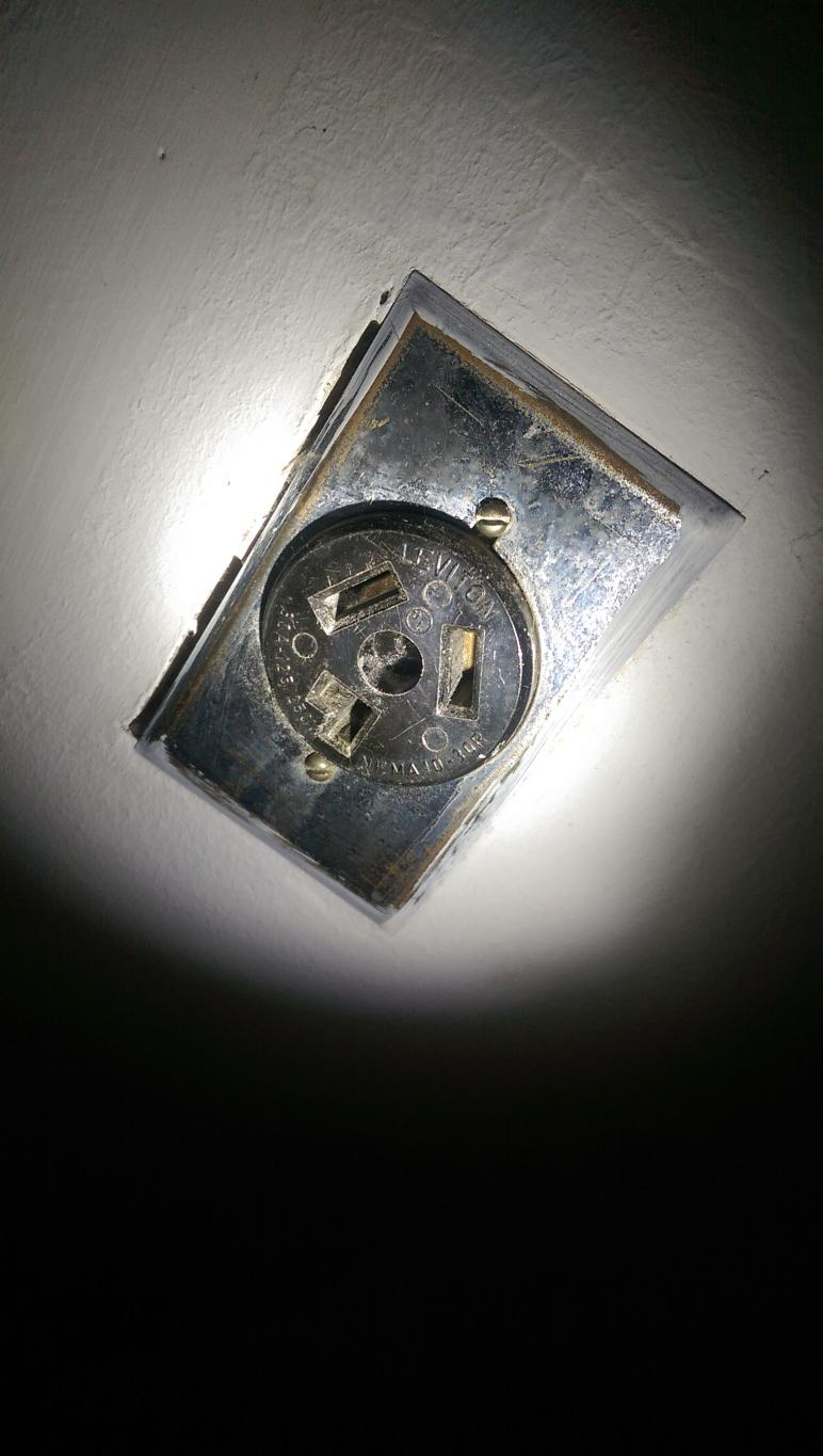 hight resolution of old style 220 outlet with new style dryer plug