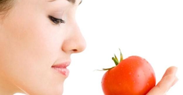 Mengatasi Jerawat Dengan Bahan Alami Tomat