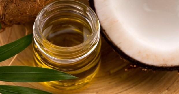 5 Cara Menggunakan Minyak Kelapa Sebagai Pembersih Wajah