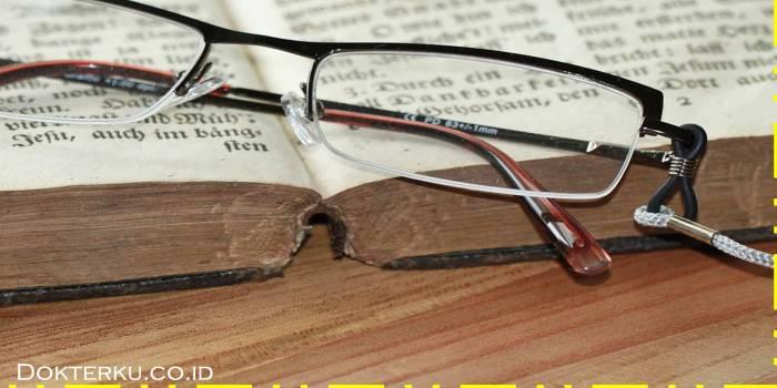 Gunakan kacamata yang baik via pixabay.com