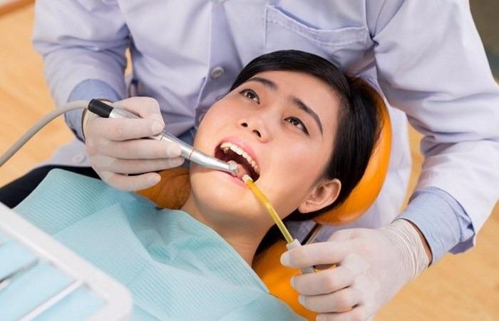 4 Hal yang Harus Anda Pertimbangkan Sebelum Memutuskan ke Dokter Gigi Saat Gigi Berlubang