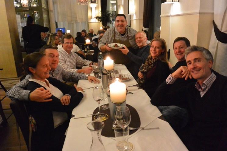 Lo chef Giuseppe mit seinen Gästen