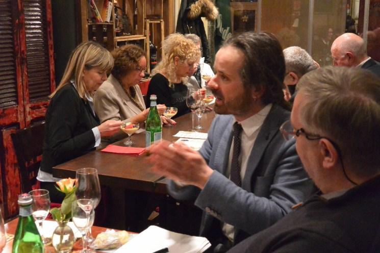 Dr. Mario Moscariello informiert die Gäste über Trüffel