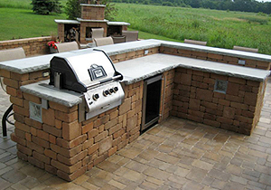outdoor kitchen landscaping and