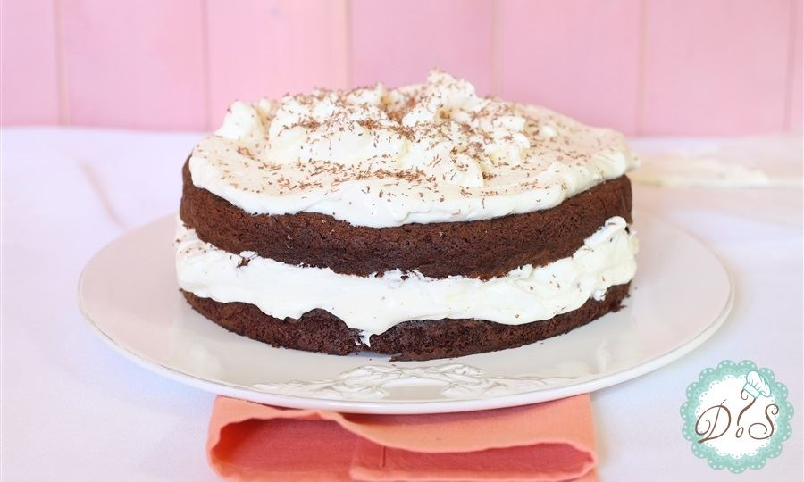 Torta al cioccolato con crema chantilly
