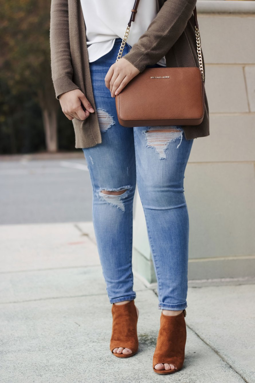 fall colors outfit distressed jeans cognac