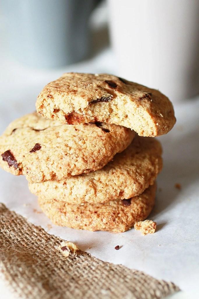 Biscotti con Gocce di Cioccolato e Farina di Avena pronti per colazione