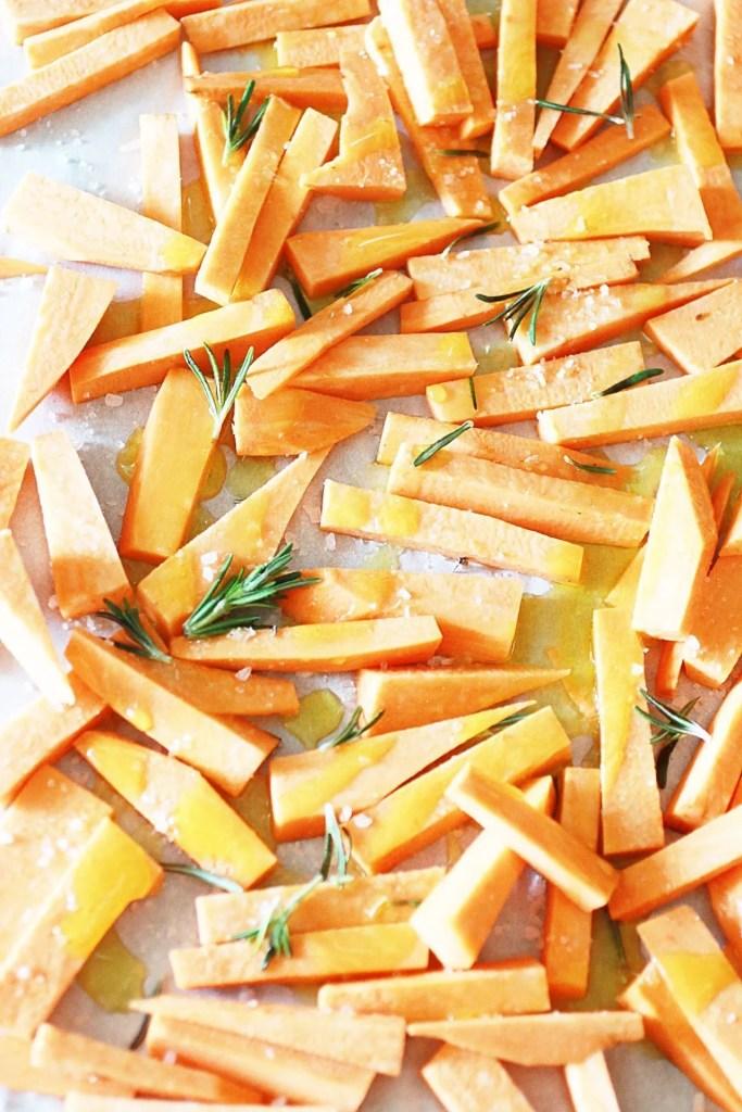 Patate Dolci Fritte al Forno con Rosmarino e Sale Grosso