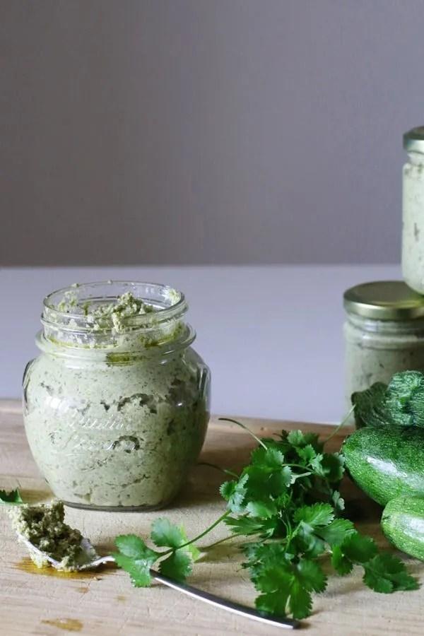 pesto-di-zucchine-e-mandorle-senza-formaggio-senza-glutine