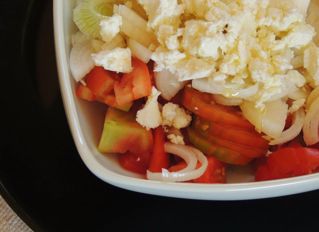 Insalata di Caprino Fresco, Pomodori e Cipollotti freschi