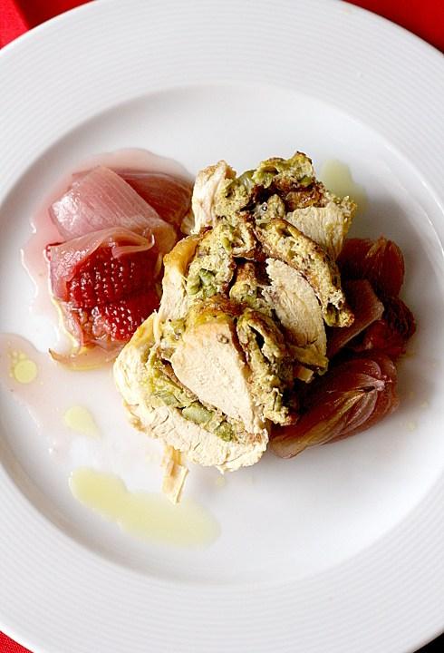 Rollata di pollo con cipolline e lamponi caramellati