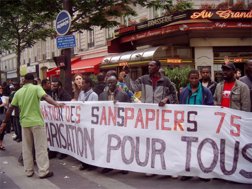 image of French undocumented immigrants demonstrating