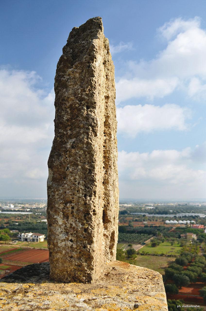 Dolmen e Menhir  DOLMENHIR  Le Sacre Pietre del Salento  menhir Crocicchie oggi Catselforte