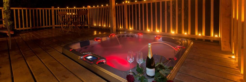 spa champagne nuit insolite romantique cabane perchée dans les arbres Domaine de la Male
