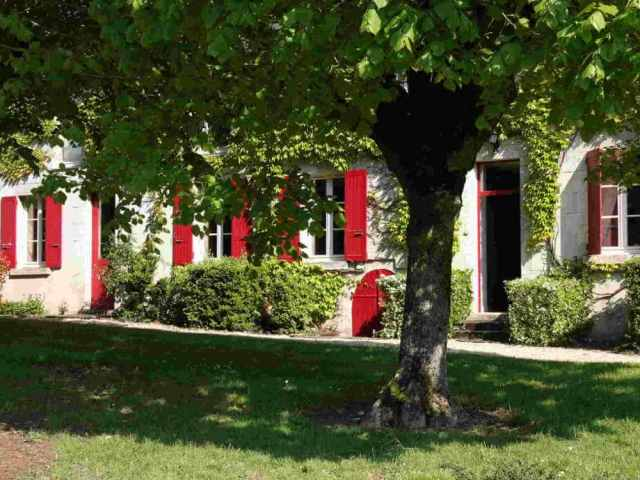 maison volets rouges du Domaine de La Reculée