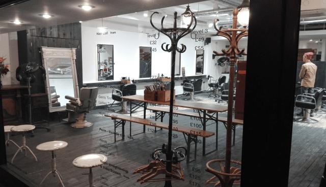 kadeřnictví - holičství v Londýně