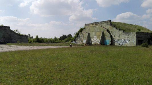 hangár na letišti v Milovicích, Božím Daru