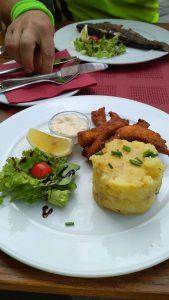 obed v restauraci Zdejsi kuchyne