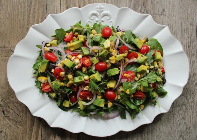 Summer-salad-with-avocado-and-corn