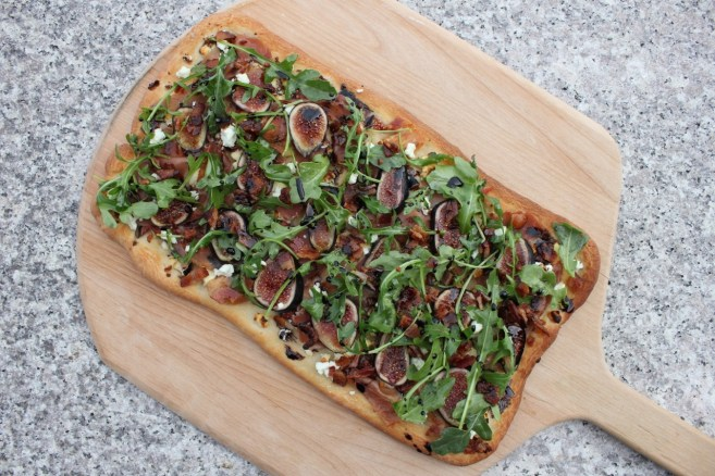 flatbread-with-figs-goat-cheese-and-prosciutto-12
