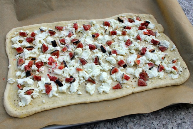 flatbread-with-figs-prosciutto-and-goat-cheese-2