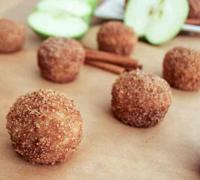 apple-cinnamon-baked-doughnut-holes-7