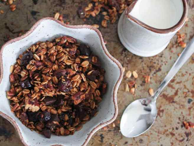 dark-chocolate-cherry-granola-with-crunchy-quinoa-vegan-gluten-free-3
