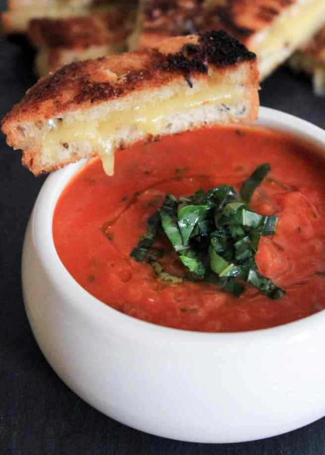 the-best-vegan-roasted-tomato-basil-soup-2