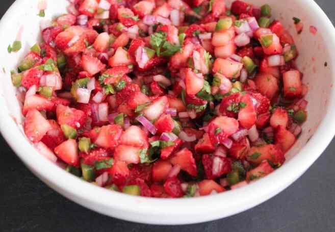 Cilantro-lima-pollo-con-fresa-jalapeño-Salsa-paso-4