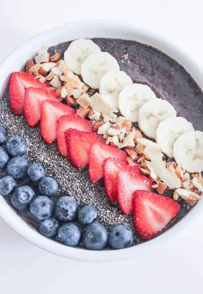 Vegan-Berry-Green-Smoothie-Bowls-with-fruit-and-granola-4